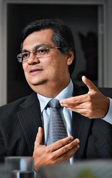 Flávio Dino mantém equilíbrio e coerência em meio à crise
