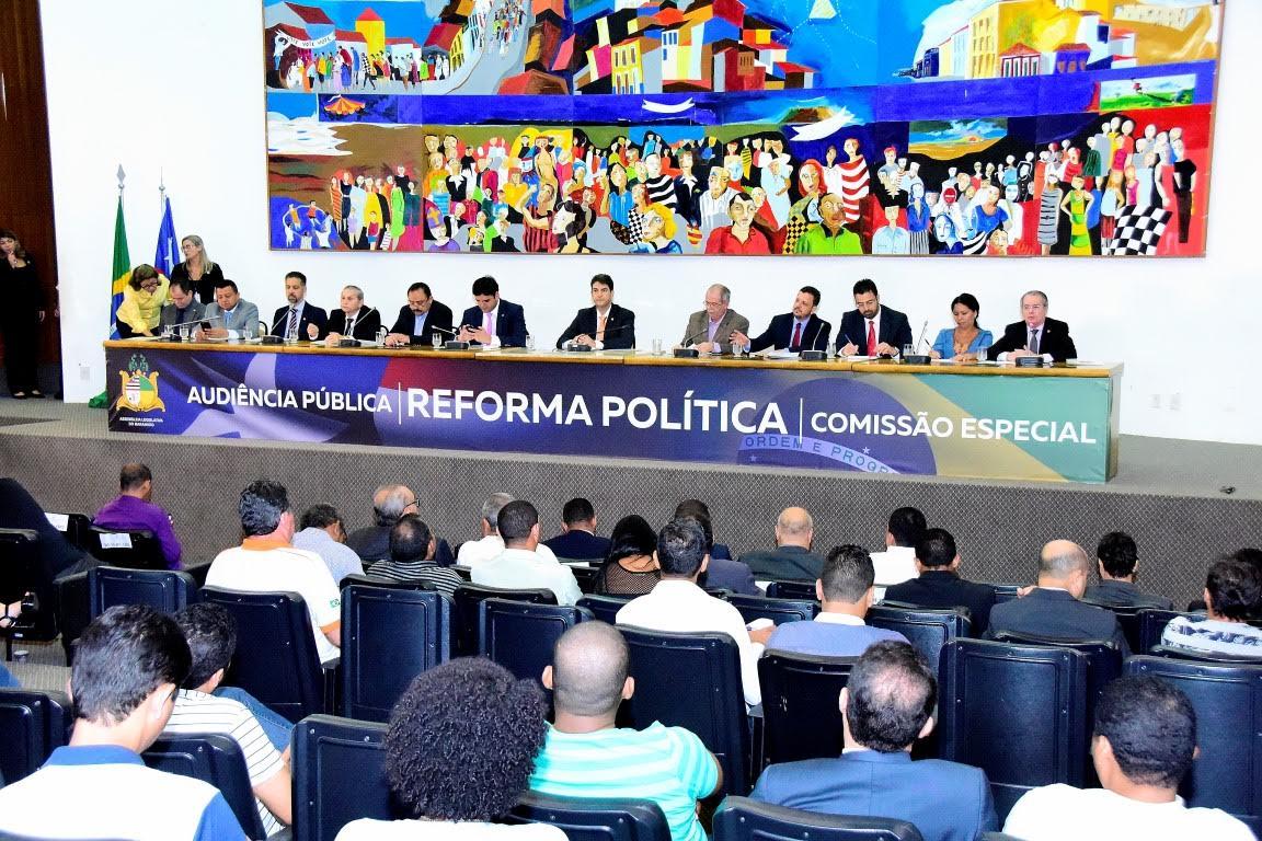 Deputados e convidados debateram a Reforma Política na Assembleia Legislativa