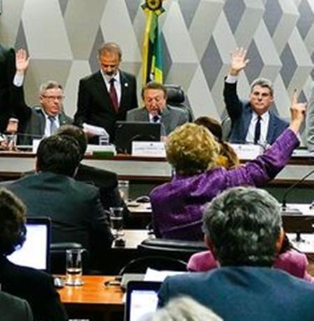 Edison Lobão comandando votação da reforma trabakhista na CCJ