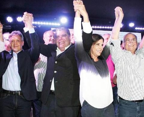 Ao lado de Roseana Sarney, Sarney Filho é aclamado como pré-candidato a senador