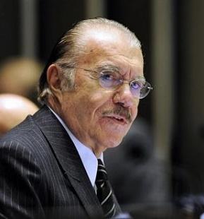 José Sarney registra constrangimento para a História