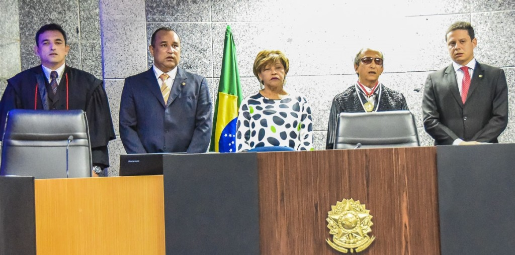 Roberto Costa representou o Poder Legislativo na posse do novo membro do TRE