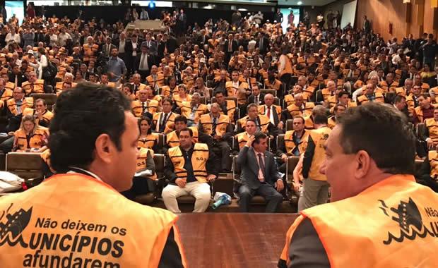 Tema Cunha (d) foi um dos líderes do movimento a favor dos municípios