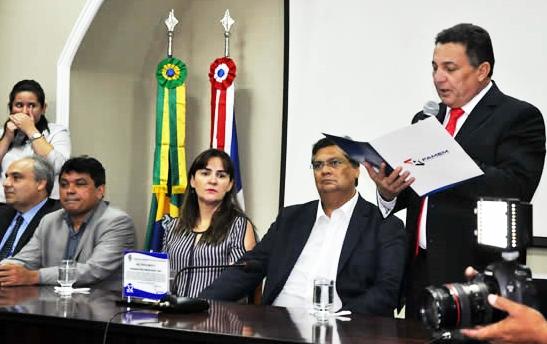 Cleomar Tema lê o manifesto em que prefeitos cobram participação no processo de escolha de candidatos najoritários