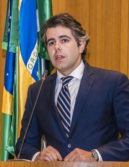 Adrianoi Sarney inicia série de ataques ao governador Flávio Dino
