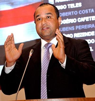 Roberto Costa: corrida pela reeleição sem abandonar a luta por Bacabal