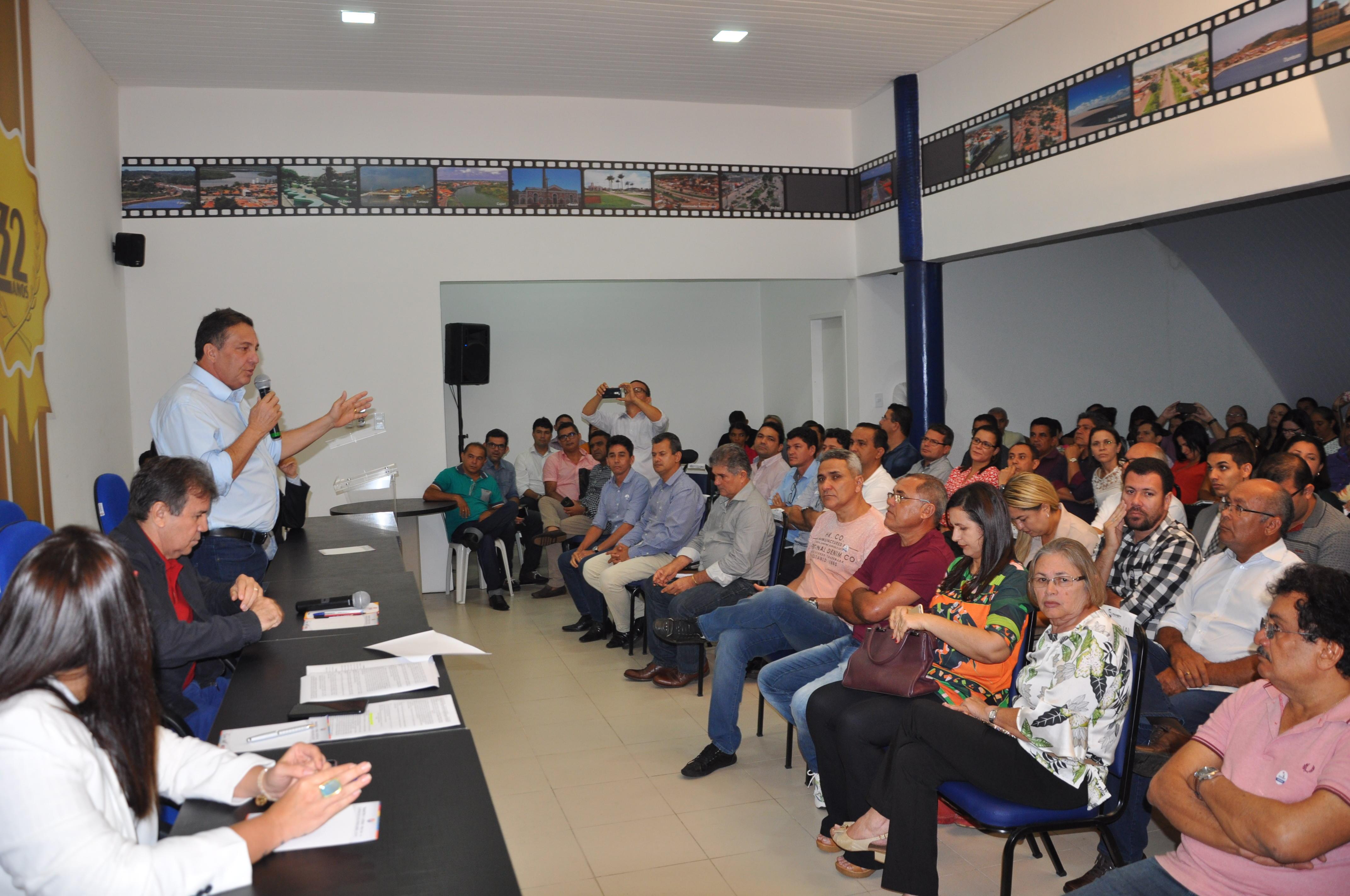 Cleomar Tema fala aos prefeitos em reunião na Famem