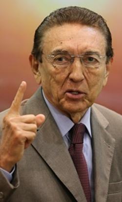 Edison Lobão avisa que seu grupo está vindo para vencer as eleiççoes