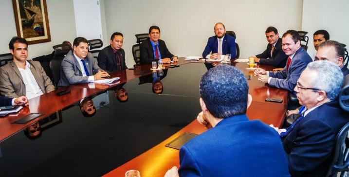 Othelino Neto comanda reunião entre deputados e policiais para acertar pontos polêmicos de projeto