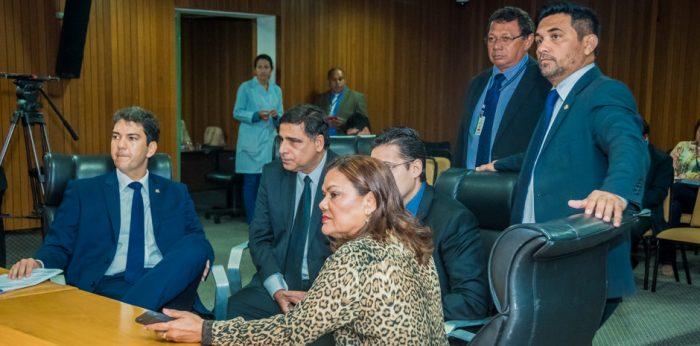 Os deputados Eduardo Braide, Max Barros, Alexandre Almeida, Graça Paz e Wellington do Curso protocolam pedido de intervenção