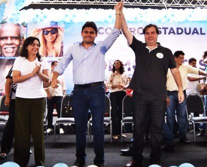 Ao lado de Eliziane Gama, Juscelino recebe o apoio de Rodrigo maia para continuar no comando do DEM