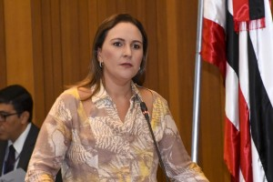 Nina Melo fala em defesa da Mulher na tribuna da Assembleia Legslativa