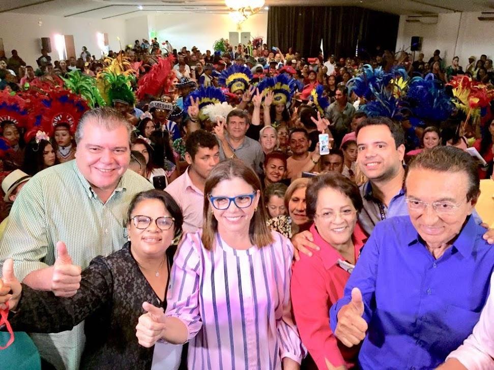 Roseana Sarney ao lado de Socorro Waquim (blusa vermelha), em reunião com Sarney Filho, Edilázio Jr. e Edison Lobão em Timon